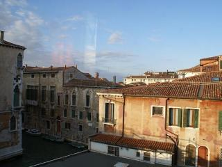 Spotless 3 Bedroom Apartment in Venice with views - Veneto - Venice vacation rentals