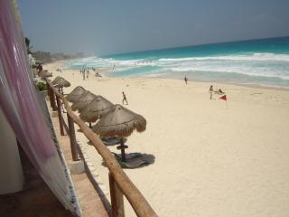 CONDOMINIO EN LA PLAYA PARA 4 PERSONAS EN CANCUN!! - Cancun vacation rentals
