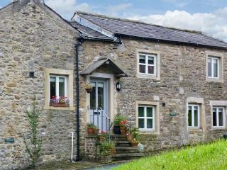 BELLE HILL COTTAGE, two bedrooms, farmhouse kitchen, village centre, in Giggleswick, Ref 16968 - North Yorkshire vacation rentals