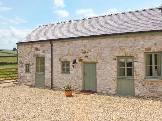 BULLROOM, one of group of three, romantic retreat in Rhes-y-Cae Ref 11692 - Whitford vacation rentals