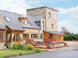 THE STEADING TOWER, a tower shaped cottage, with two bedrooms, in village of Kinloss, Ref 15871 - Tain vacation rentals