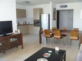 Beautiful 3 bedroom apartment, Ir Yamim, Netanya - Netanya vacation rentals