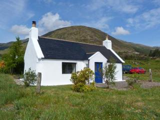 1A KYLERHEA, seaside location, woodburning stove, all ground floor, lovely views in Kylerhea, Ref 17274 - Dornie vacation rentals