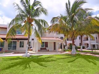 Casa Tortuga's - Puerto Yucalpeten vacation rentals