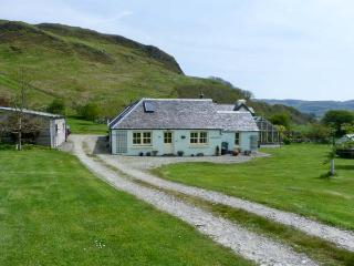 MULLACH, two bedroom property, open plan living area, hill views, in Ardfern, Ref 16246 - Ardfern vacation rentals