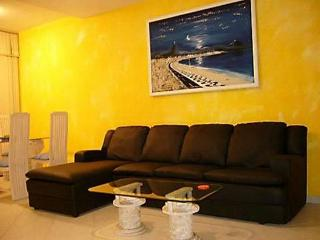 (#143) Nice 2 bedroom in Copacabana, Posto 6 - Itacoatiara vacation rentals
