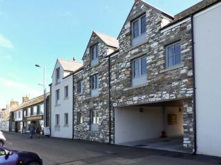 SMUGGLER'S DEN, stylish apartment with sea and harbour views, next to pub serving seafood in Isle of Whithorn, Ref 15040 - Isle Of Whithorn vacation rentals