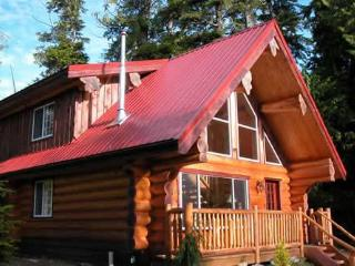 Willowbrae Chalet / Hot Tub / Walk to Beach - Ucluelet vacation rentals