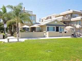 #3676A+B - Book 2-4 separate condos in 1 building! - Mission Beach vacation rentals