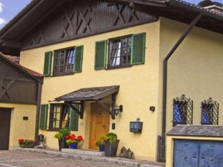 Vacation Apartment in Oberammergau - 409 sqft, newly furnished, comfortable, relaxing (# 2921) - Bavarian Alps vacation rentals