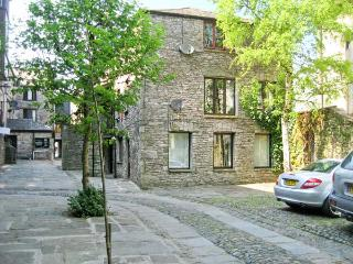 9 CAMDEN BUILDING family friendly, three bedrooms, off road parking in centre of Kendal, Ref 17785 - Cumbria vacation rentals
