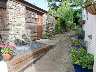 HILLRISE BARN, barn conversion, character features, romantic retreat, pet friendly, in Flookburgh, Ref 17527 - Ulverston vacation rentals