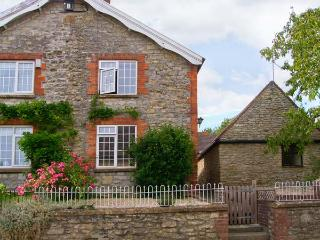 BAY TREE COTTAGE, character cottage, multi-fuel stove, pet friendly, in Thornford, Ref 17834 - Mere vacation rentals