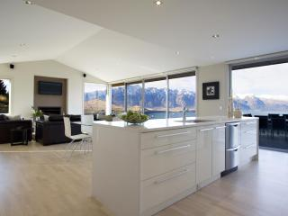 3 Bedroom House with Spectacular Views - Queenstown vacation rentals