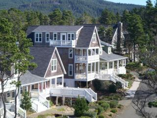 Large Family Friendly Home: 5 BR 3.5 Baths, HOTTUB - Otter Rock vacation rentals