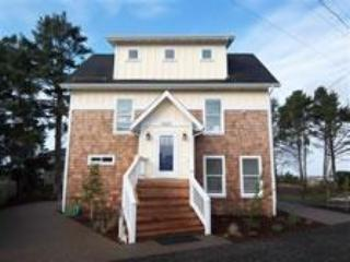 Large Family Home Sleeps 14, Two Masters, Hot Tub - Image 1 - Lincoln City - rentals