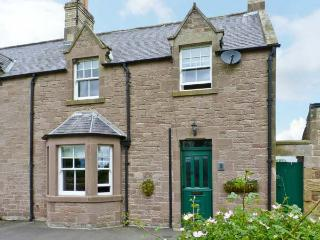 2 SWINTON HILL FARM COTTAGE, woodburner, country setting, garden, in Swinton Ref 15302 - Duns vacation rentals