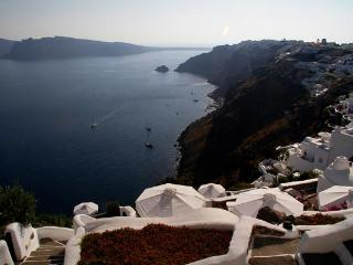 Traditional cave house furnished with antique and modern pieces. MED WHT - Imerovigli vacation rentals