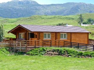 CRAIGARD, stunning log cabin in beautiful rural setting, close to beach, Achnaha in Kilchoan Ref 18138 - Isle of Mull vacation rentals