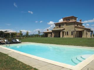 Large Farmhouse in Umbria for a Group - Casa Lago - Castiglione Del Lago vacation rentals