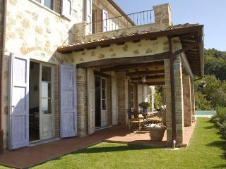 Villa in Tuscany Near the Coast and Walking Distance to Village - Villa Ponente - Ortonovo vacation rentals