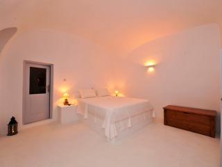 Greek Island Villa with Jacuzzi in a Village  - Villa Giada - Imerovigli vacation rentals