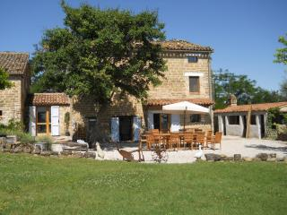 Fab 5 bed renovated farmhouse, slps 13, pool,views - Sant'Angelo In Pontano vacation rentals