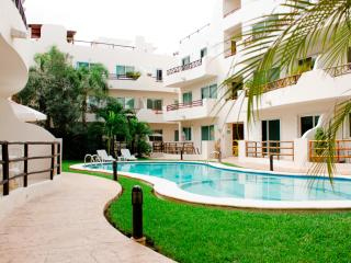 Walk to Beach, Wi-fi, Great Pool, Great Rates - Playa del Carmen vacation rentals