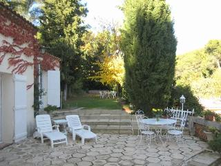 Lovely Country House  just 2 Miles from the Center - Aix-en-Provence vacation rentals
