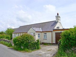MINFFORDD rural location, woodburner, family-friendly cottage in Rhosniegr Ref 17233 - Rhosneigr vacation rentals