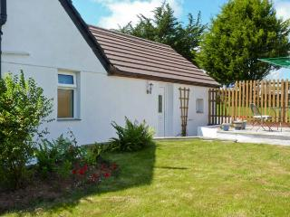 THE BEECH TREE, near beaches, off road parking, with a garden, in Mitchell, Ref 18110 - Mitchell vacation rentals