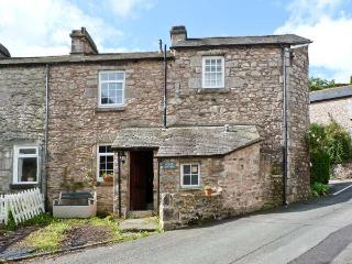 CRAGG COTTAGE, stone cottage, woodburner, patio, close pub in Lindale Ref 18424 - Cumbria vacation rentals