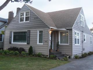PERFECT Family or Group Retreat DOWNTOWN 5 BEDRMS! - Vancouver vacation rentals