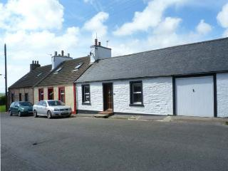 DUNVENDIN pet-friendly cottage with an enclosed garden, in Isle of Whithorn, Ref 17162 - Dumfries & Galloway vacation rentals