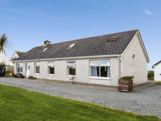 ARAS MHUIRE, two bedrooms, conservatory, walking distance to sandy beach, in Fethard-on-Sea, Ref 17780 - Ballyhack vacation rentals