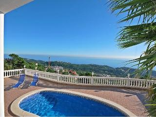 Enjoy your Costa Brava holiday in Villa Arian! - Lloret de Mar vacation rentals