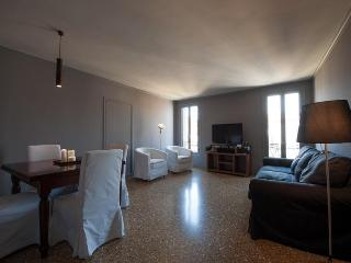 San Moisè Lounge Apt - Just 150mt from ST.MARK'S! - Venice vacation rentals
