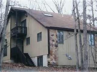 Near WaterPark, 5 Pools, Tennis -4 BR sleeps 12 - Bushkill vacation rentals