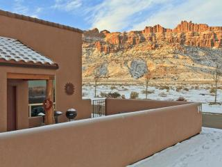 3BR w/ fireplace, pvt hot tub, unobstructed views - Moab vacation rentals