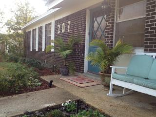 Cozy Cottage Close to Beach - Bring Your Pet! - Mississippi vacation rentals