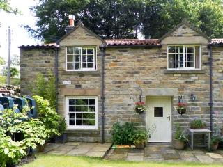 TRANMIRE COTTAGE, stone cottage with en-suite, open fire, character, garden in Lastingham Ref 18645 - Pickering vacation rentals