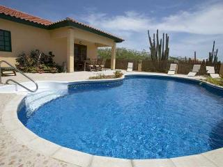 Villa Ruby - Luxury Villa - Noord vacation rentals