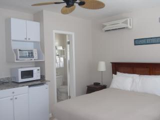 CLOSE TO BEACH!  STUDIO APTS, SLEEPS 2! - Fort Lauderdale vacation rentals