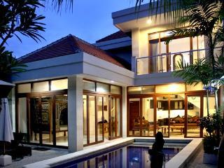 Tempat Tenang - 3 b/room villa in central Legian - Legian vacation rentals