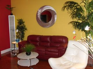 Steps To Duval!  La Dolce Vita, Luxury, Sleeps 2-4 - Key West vacation rentals