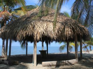 Estupendo Apartamento en Condo junto a la playa - Santa Marta vacation rentals