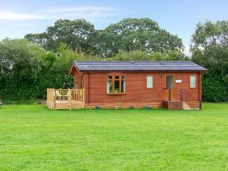 SYCAMORE LODGE, detached timber chalet, with two bedrooms, en-suite bathroom, and decked area, in Hinstock, Ref 19308 - Cheshire vacation rentals