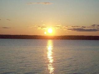 Quarterdeck 2 bedroom shore front fabulous sunsets - DownEast and Acadia Maine vacation rentals