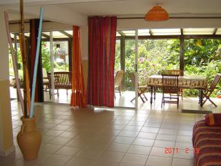 MAISON AVEC JARDIN : - Riviere-Pilote vacation rentals