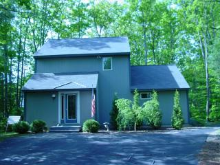 3+ BR  House w shared pool 5 mins from Storyland - Intervale vacation rentals